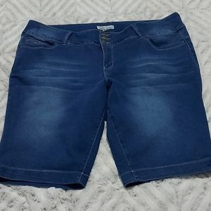 Royalty For Me Ladies 24W Jean Shorts